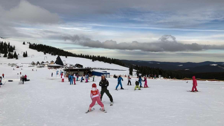 Școala de schi și pârtia pentru copii